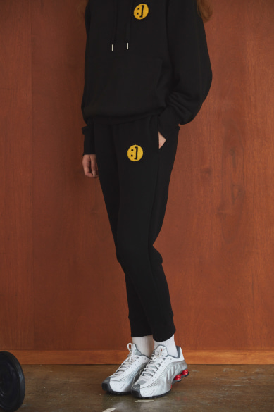 [EXID 혜린, 성유리 착용] SM:]E PATCH SWEATPANTS BLACK