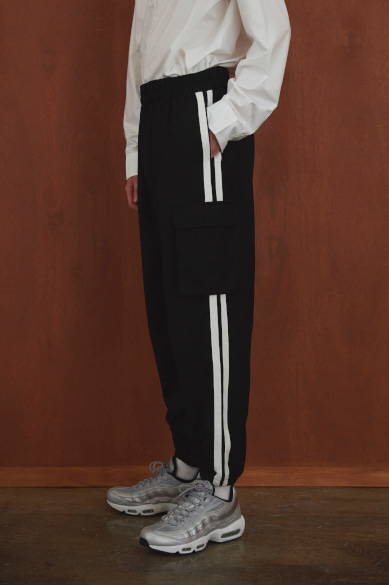 [유재석 착용] SIDE TAPE CARGO JOGGER PANTS BLACK