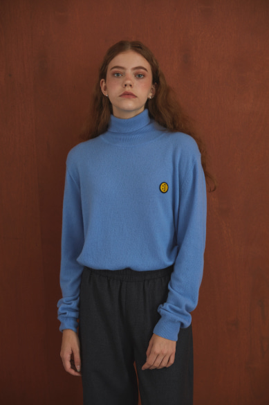 SM:]E PATCH TURTLENECK SWEATER LIGHT BLUE
