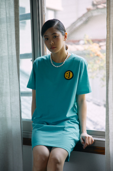 SM:]E PATCH T-SHIRT DRESS CYAN BLUE