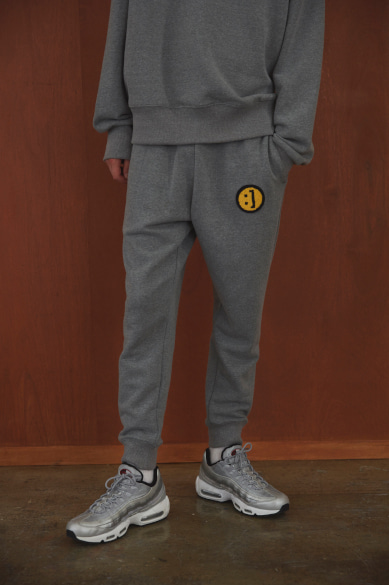 [S 사이즈 품절] SM:]E PATCH SWEATPANTS GRAY MELANGE