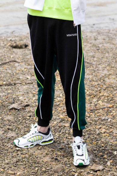 [오연서 착용] COLOR BLOCK TRACK PANTS DEEP GREEN