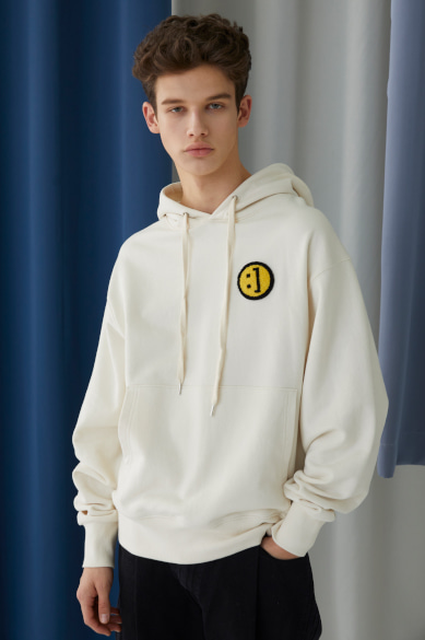SM:]E PATCH HOODY IVORY