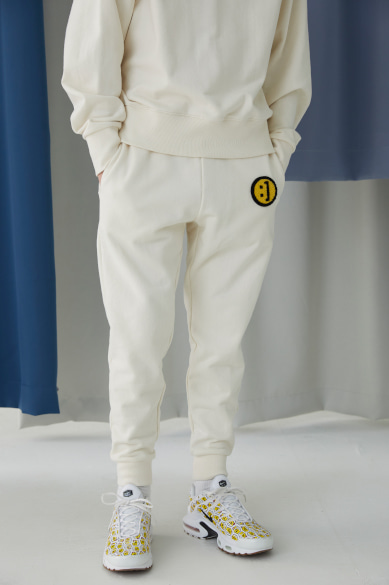 [규현 착용] SM:]E PATCH SWEATPANTS IVORY