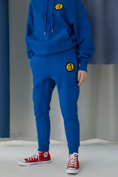 SM:]E PATCH SWEATPANTS CLASSIC BLUE