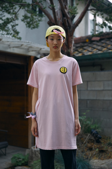 SM:]E PATCH T-SHIRT DRESS INDIE PINK